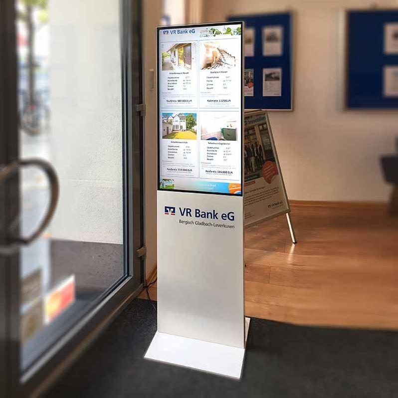 Digitale Infostele TRENDLINE bei der VR Bank Bergisch Gladbach
