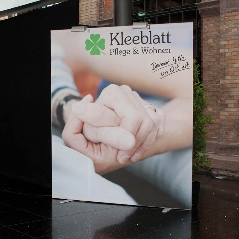 No-Frame-Standdisplay-NFR50-Kleeblatt-Pflege-2.jpg